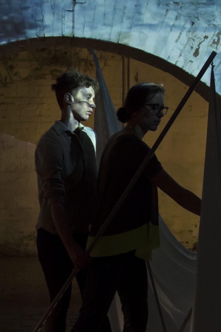 """Performance """"Walls"""" Tarren Johnson, Anna Kostreva, Natalia Sookias, Zentrum für Kunst und Urbanistik, Berlin"""
